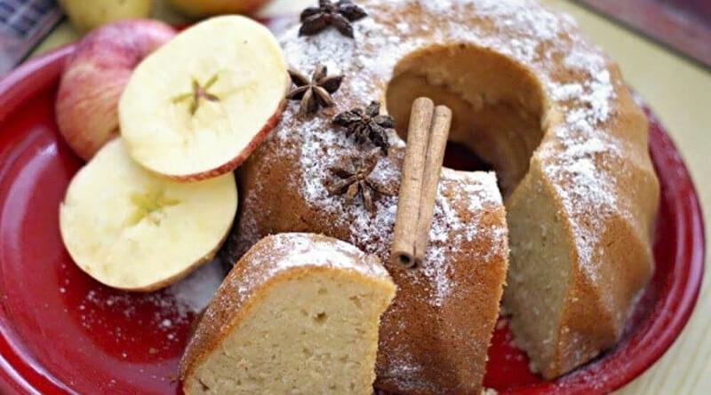 Bramborovo-tvarohová bábovka s jablkem a skořicí